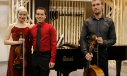 Zavel Trio. Dejana Sekulic, violin & Guillaume Lagraviere, cello. Club Diario Levante, Valencia, May 2010.